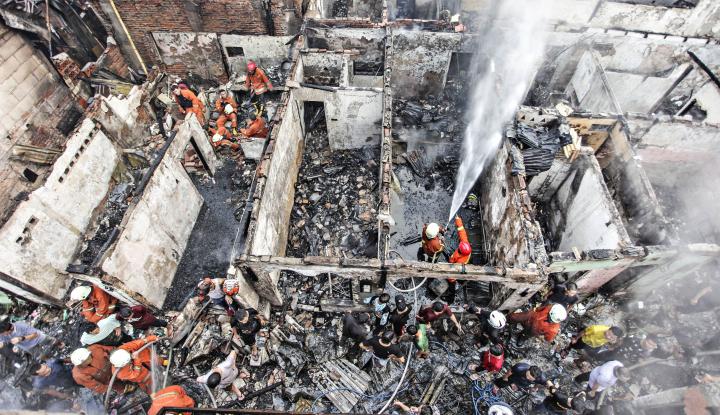 Foto Berita Ketika Uang Simpanan Haji Ludes Dilalap Api