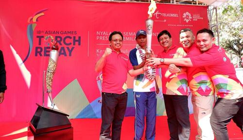 Foto Telkomsel Dukung Pawai Obor Asian Games di 5 Kota
