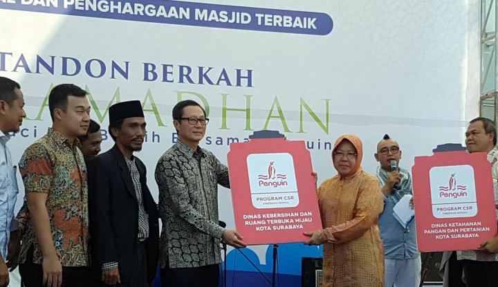 Foto Berita Risma Ajak Anak Rajin Beribadah di Masjid