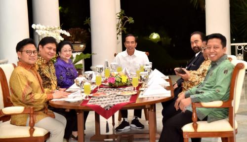 Foto Airlangga Berpeluang Dampingi Jokowi Karena Duduk Sebelah Bu Mega?