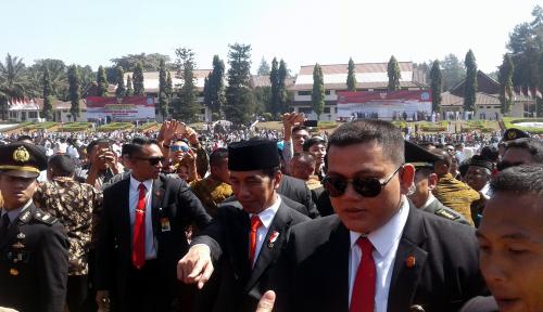 Foto Polisi Akhirnya Tangkap Peretas Medsos Ajudan Presiden