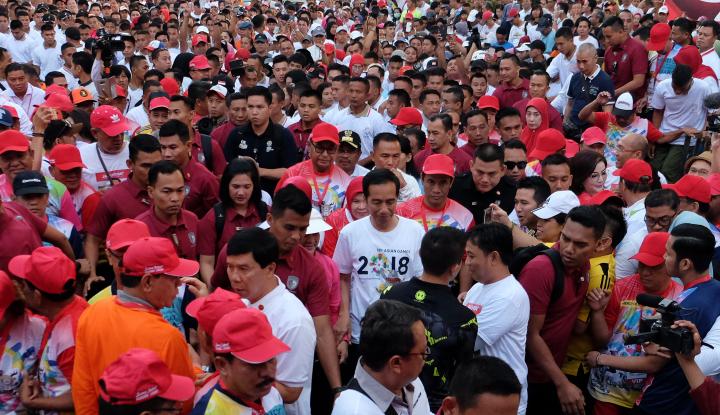 Foto Berita Sederet Menteri dan Gubernur Dampingi Jokowi Jalan Sehat di Makassar