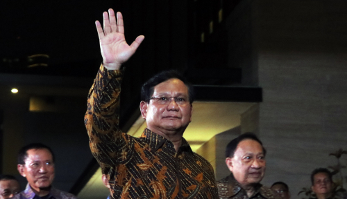 Foto Prabowo Sempatkan Ziarah ke Abah Sepuh dan Abah Anom