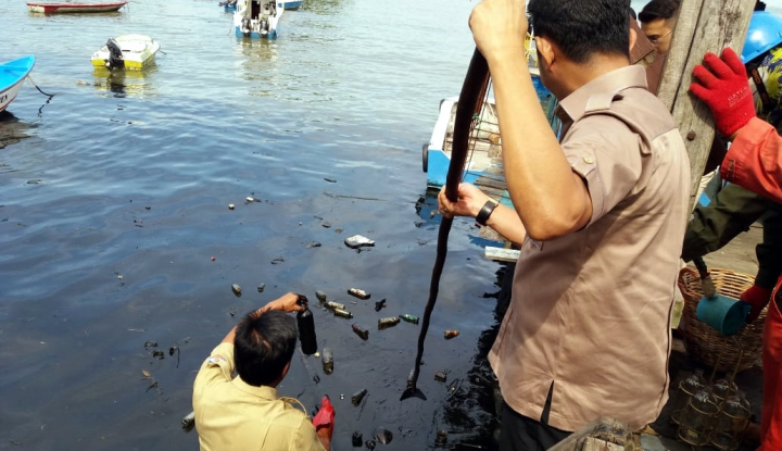 Foto Berita Dalam Sebulan, Laut Balikpapan Tiga Kali Tercemar Tumpahan Minyak