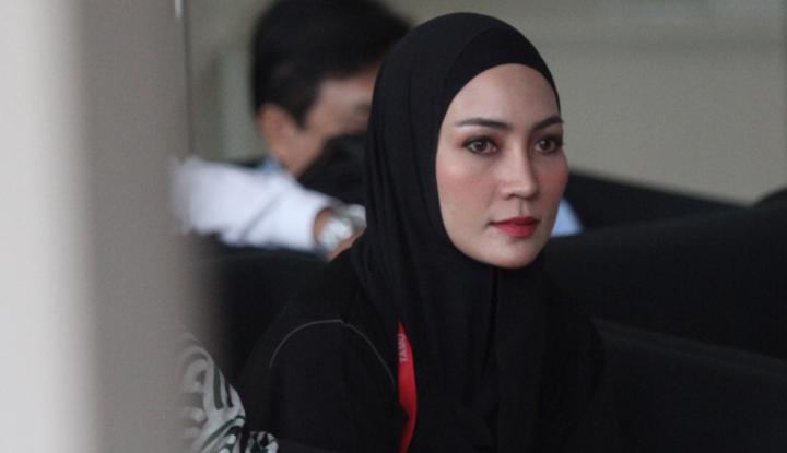 Foto Berita Diperiksa 11 Jam oleh Penyidik KPK, Model Cantik ini Bilang Begini...