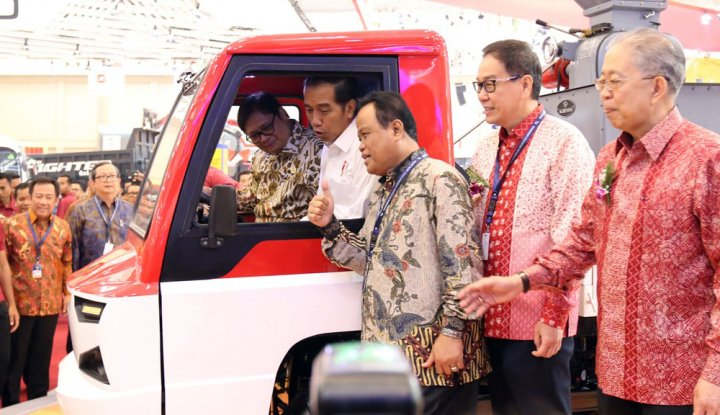 Foto Berita Jokowi Galakkan Mobil Esemka, Pengamat: Apa Berani?