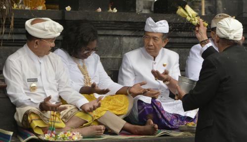Foto Bali Gelar Matur Piuning Demi Kelancaran IMF-WBG 2018