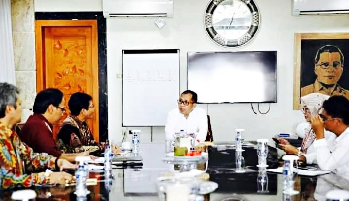 Foto Berita Pemkot Makassar Hadirkan 10 Truk Pengendali Inflasi