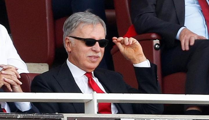 Foto Berita Keluarkan Uang US2,3 Miliar, Stan Kroenke Jadi Orang Nomor Satu di Arsenal