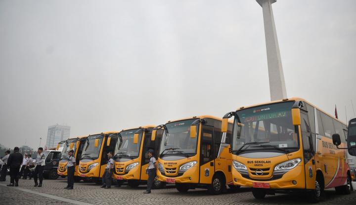Kemenhub Serahkan 300 Bus Bantuan Transportasi Asian Games - Warta Ekonomi