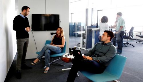 Foto Mathilde Collin: CEO Tidak Perlu Main