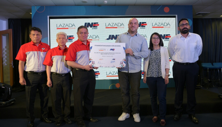 Cashless Lazada-JNE Hilangkan Antrean Pembayaran
