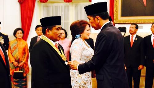 Foto Sumarsono Terima Bintang Jasa Pratama dari Presiden Jokowi