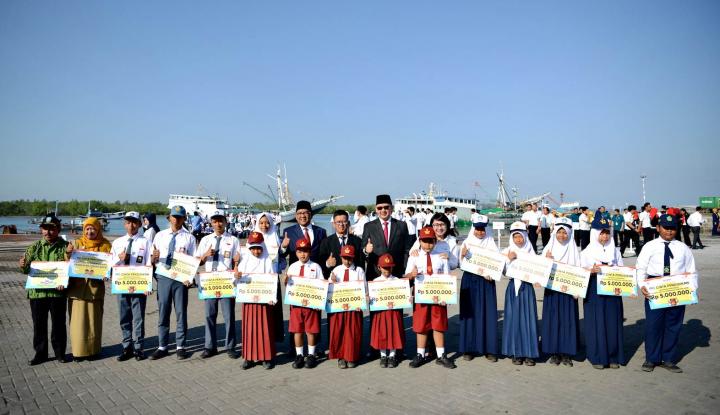 Foto Berita Dirut IPC Salurkan Bantuan CSR di Belitung