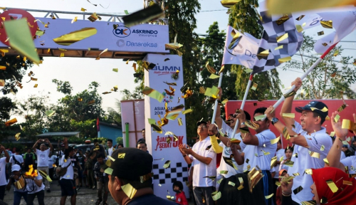 Foto 2.500 Masyarakat Ikut Gerak Jalan Sehat Askrindo-Danareksa di Kuala Kapuas