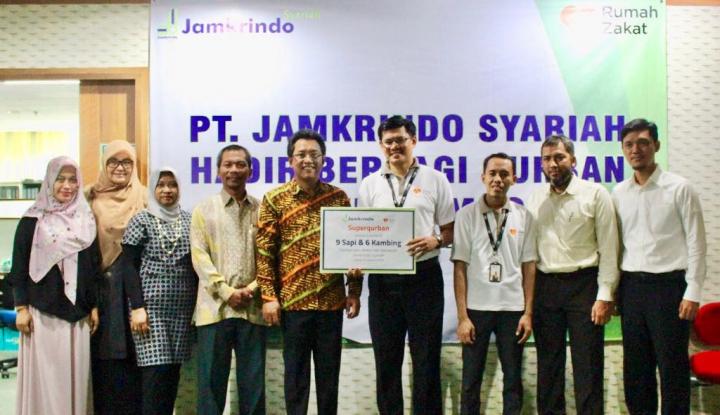 Foto Berita Gandeng Rumah Zakat, Jamkrindo Syariah Berbagi Qurban untuk Lombok