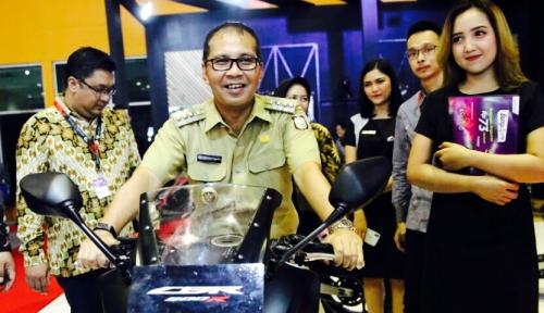 Foto Rahasia Danny Bawa Makassar Sabet Penghargaan Kota Sehat
