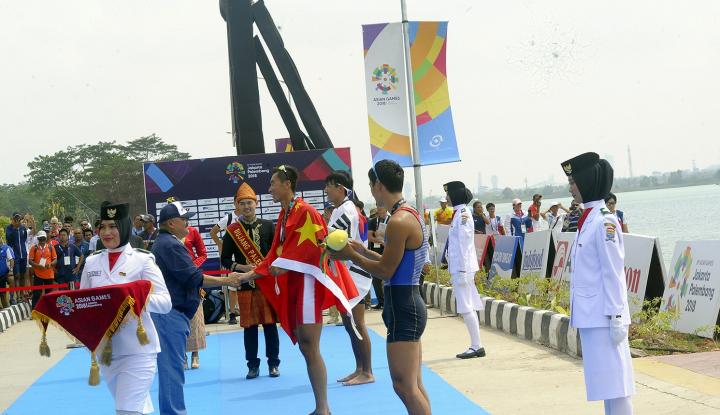 Foto Berita Alex Noerdin Bagi-Bagi Duit untuk Atlet Asian Games Asal Sumsel