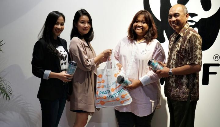 Foto Berita Kampanye Zero Single Use Plastic, Dusdusan-WWF Donasikan Tumbler