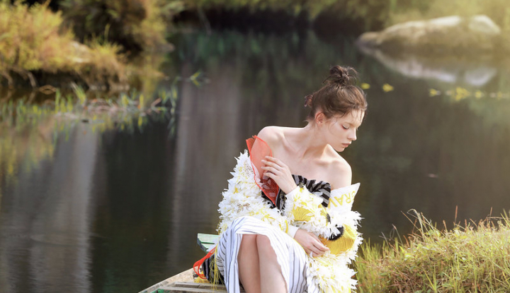 Foto Berita Wardah x Roni Bachroni Hadirkan Pameran Beauty & Fashion Photography