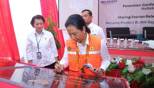 Foto Menteri BUMN Resmikan Gardu Induk dan Kabel Listrik 150 kV Perdana di Papua