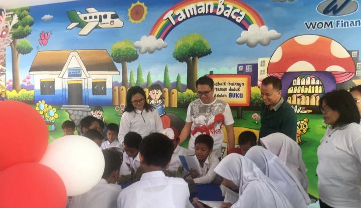 Foto Berita Fokus Bidang Pendidikan, WOM Finance Renovasi Taman Baca