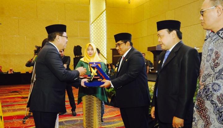 Foto Berita Sumarsono Raih Penghargaan Tokoh Pemerintah Inspiratif