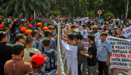 Foto Neno Warisman-Ahmad Dhani Gelar Jalan Sehat, NU Solo: Ada Warga yang Menolak