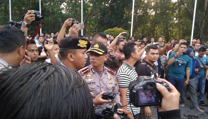 Foto Berita Aparat Pulangkan Neno Warisman dari Kampung Bang Sandi, Kritik Bermunculan