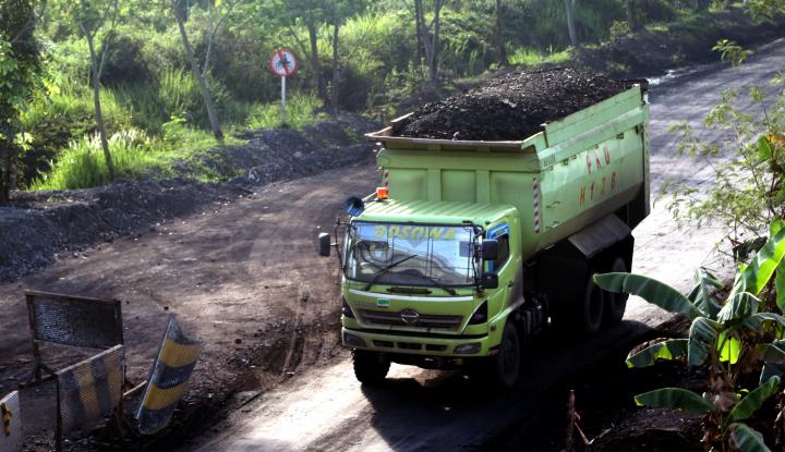 Foto Berita Dishub Jambi Pasang Rambu Jam Operasional Angkutan Batu Bara