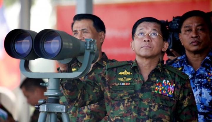 Foto Berita Facebook Blokir Akun Panglima Militer Myanmar
