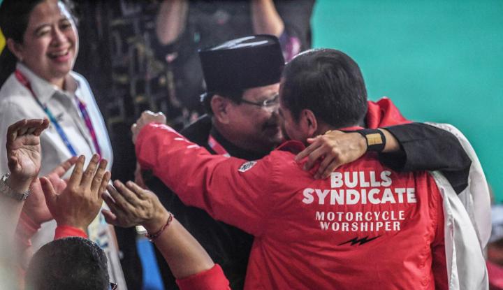 Foto Berita Momen Indah! Jokowi Kasih Ucapan Selamat ke Prabowo