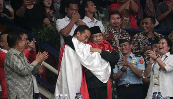 Foto Berita Hanifan Minta Dipeluk, Jokowi: Pelukannya Bau