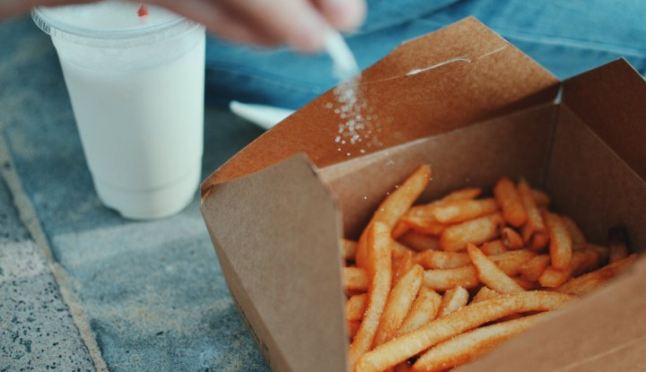 Sejak Kecil Konsumsi Junk Food, Remaja Ini Jadi Buta dan Tuli, Ini Penjelasannya - Warta Ekonomi