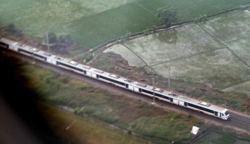 Foto Musim Penghujan PT KAI Waspadai Jalur Longsor