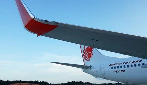 Foto AEC Bandara Supadio Evakuasi Badan Pesawat Lion Air yang Tergelincir