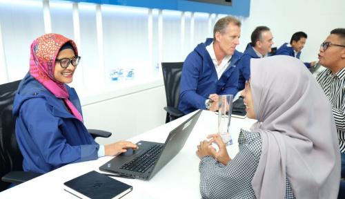 Foto Rayakan Hari Pelanggan Nasional, XL Resmikan Pusat Layanan XPLOR