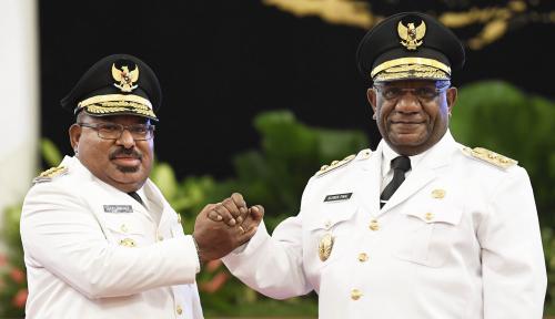 Foto PDIP: Salut dengan Gubernur Papua Berani Bantah SBY untuk Dukung Jokowi