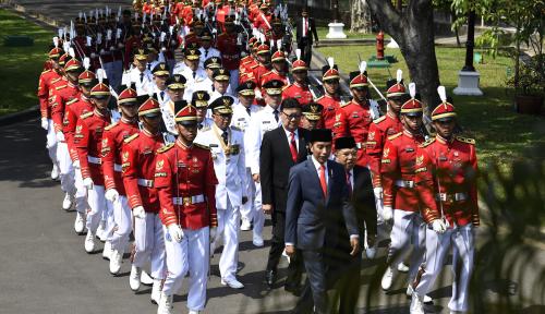 Foto Jokowi Lantik Gubernur dan Wagub NTB, Khofifah Belum?