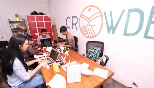 Foto Crowde Bantu Masyarakat Indonesia Melek Investasi