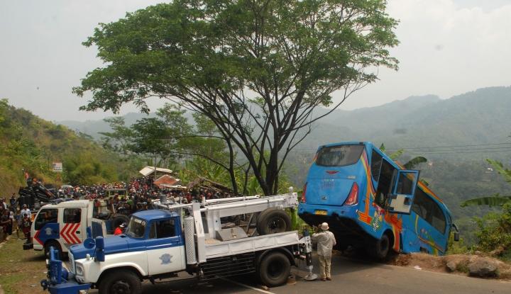 Foto Berita Sopir Bus Terjun ke Jurang di Sukabumi Ternyata Kernet, Berikut Faktanya