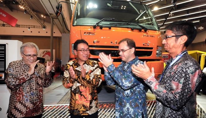 Foto Berita Truk Fuso Produksi 2016 Siap Gunakan B20