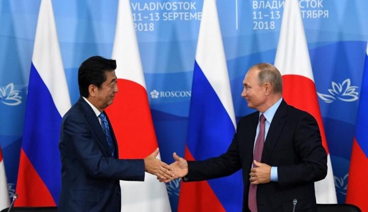 Foto Berita Putin ke PM Jepang: Mari Kita Tandatangani Kesepakatan Damai Tahun Ini