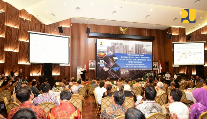 Foto Berita Menteri Basuki Raih Penghargaan Infrastruktur Asian Games