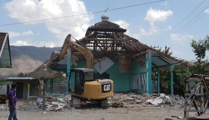 Foto Berita Menteri Basuki Tinjau Proses Rekonstruksi Pulau Sumbawa