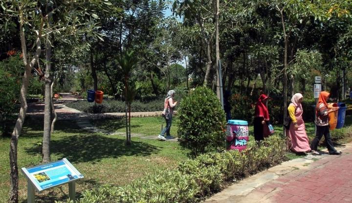 Foto Berita Bentuk Kepedulian, Penguin Sumbang Tangki Air untuk Taman Surabaya