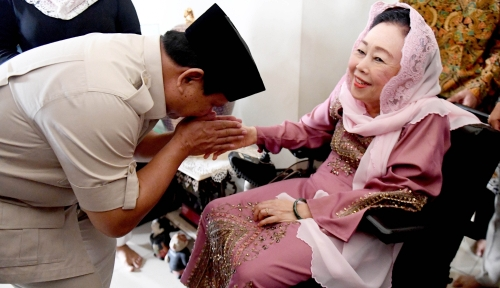 Foto Prabowo Legowo Jika Anak Gus Dur Tak Pilih Dirinya?