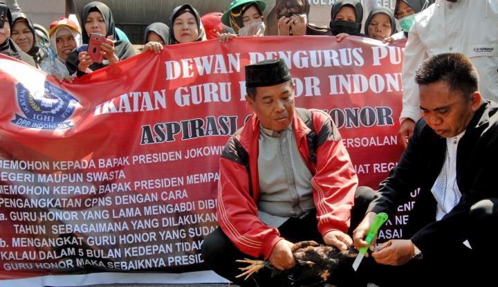 Foto Berita Ribuan Guru Honorer di Garut Mogok Ngajar
