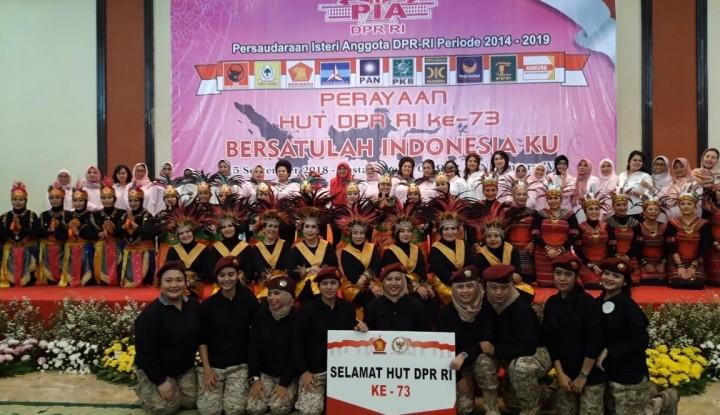 Foto Berita Tutup Rangkaian Kegiatan HUT DPR, PIA Berikan Bantuan Pendidikan