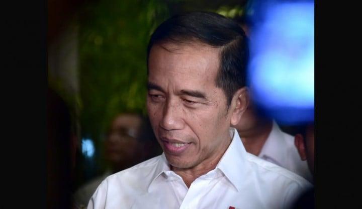 Foto Berita Jokowi Tenangkan Korban Lion Air JT610